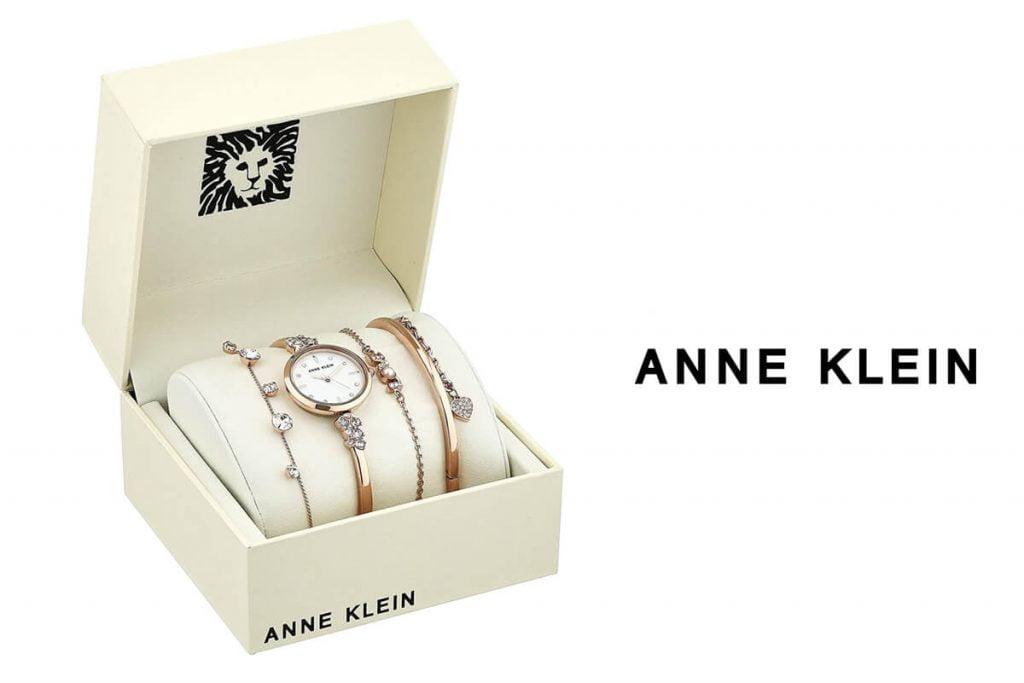 Pentru publicul mai exigent marca Anne Klein oferă un set de ceas cu brățări