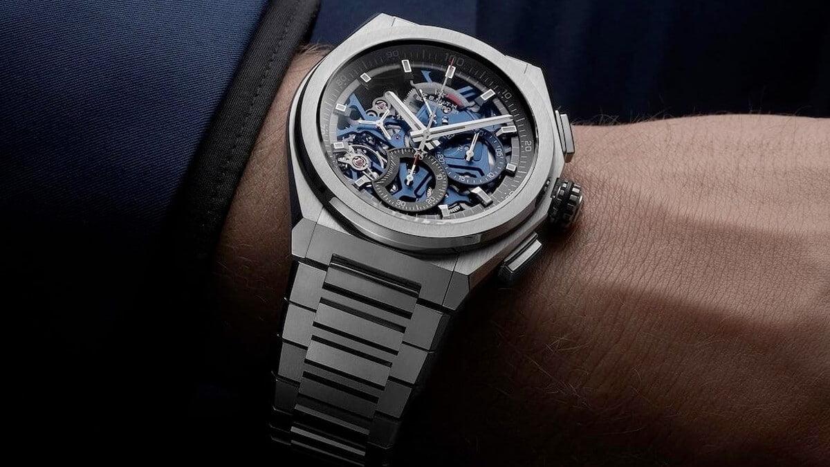 Ceasul elvețian Zenith cu tipicul cadran pătrat
