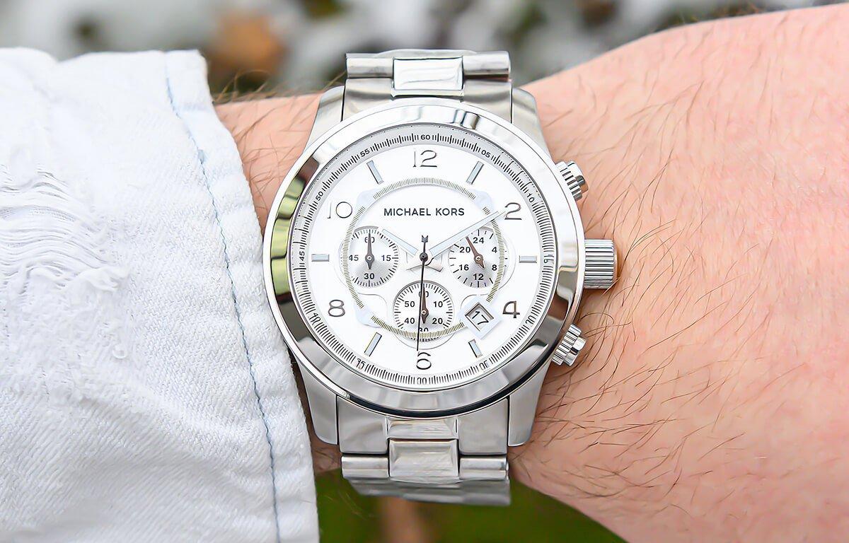 Căutați ceasuri de modă pentru bărbați? Michael Kors are câteva modele, care ar putea să vă placă.